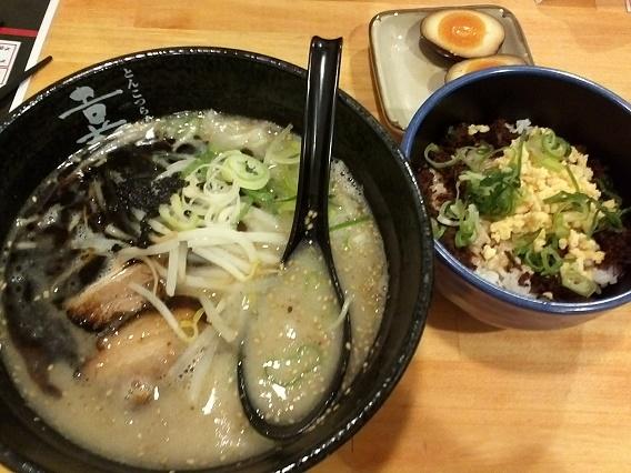 豚骨ラーメンとマヨタマ丼