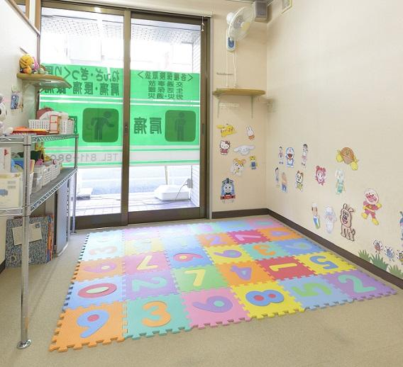 キッズルーム完備・託児サービスもあります