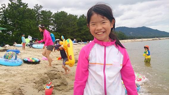 天橋立海水浴場と娘