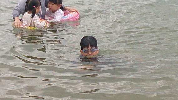 天橋立海水浴場と息子