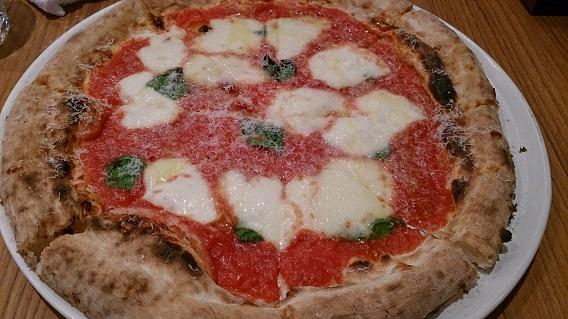 アルカミーノ、チーズソースピザ