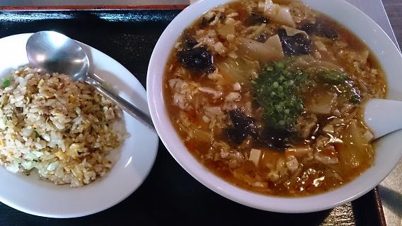上上酸辣湯麺半チャン